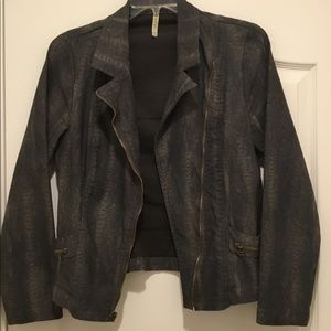 "XCVI  ""jacket""..snake skin print grey."